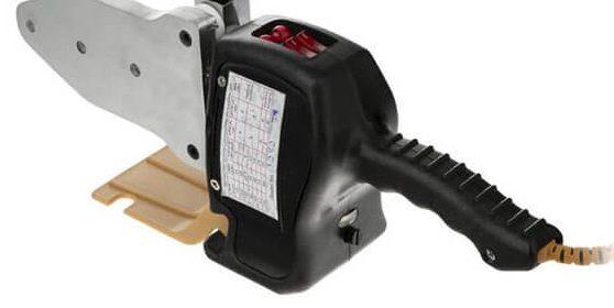 یک عدد اتو لوله کشی تاسیسات آب و فاضلاب برای اتصال لوله ها استفاده می شود
